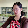 講師の露崎(つゆざき)奈津子、「なっちゃん」が愛称です。