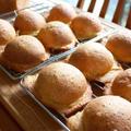 メロンパンの仲間、紅茶葉練りこみ皮のクッキーパン