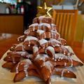 クリスマスに因んだツリー☆パンです。パンを作りながらの工作。