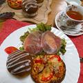 パンレッスンの軽食です。ガレットと紅茶パンにサラダです