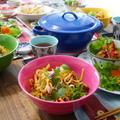 盛り付けにはタイで購入した食器を主に使用しています。