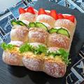 ちぎりパンでサンドイッチ。