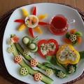 お絵かきパスタサラダ と 赤いドレッシング