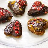 混ぜるだけ型いらずで簡単♪ほろほろ食感♡ハートのチョコクッキー