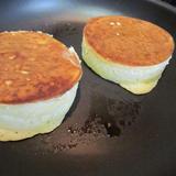 イーストで発酵させるイギリスのパンケーキ
