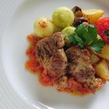 ペコロスと豚肩ロースのグリル トマトのソース