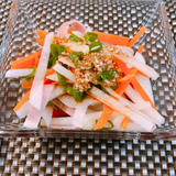 胡麻ドレッシングと大根サラダ