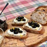 黒豆とラム酒マルカルポーネチーズのタルティーヌ