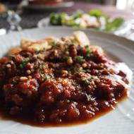 牛すじ肉のとろとろトマト煮込み