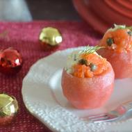 アボカドとサーモンのタルタルinトマトカップ