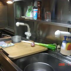 狭いですが、ヤマハの使いやすいシステムキッチンです