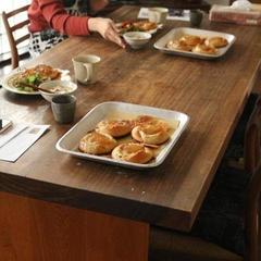 一日体験で〝白カビチーズのライ麦パン〟を焼きました。