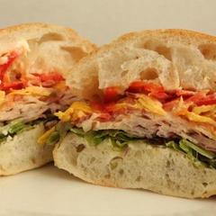 基本のレッスンメニュー『チャバタ』のサンドイッチ。