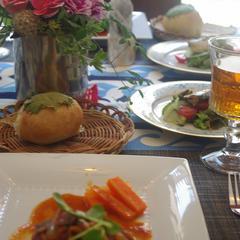 煮込みハンバーグとカマンベールと大葉のパン