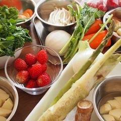 旬の食材をたっぷり使い、季節の料理とデザートを作ります。