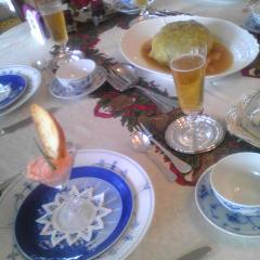 料理教室ではテーブルセッティングをして、試食します。