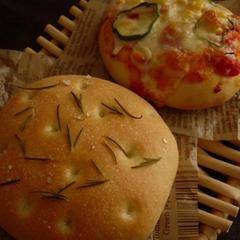 7月レッスン予定の米粉のフォカッチャ&ピザパン。お楽しみに♪