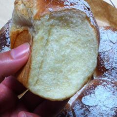しっかりグルテンのできたパンの内層はふっくらツヤツヤです♪