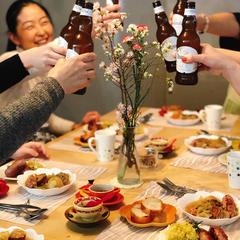 試食タイムは大抵、楽しい乾杯からスタートです。