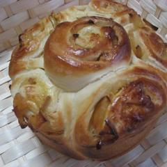 ケーキのようなパンも作れますので、贈り物や手土産にいかが?