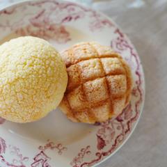 サクサククッキーメロンパンとザクザクビスケットメロンパン♪