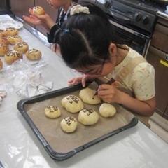 パン作りを真剣に楽しんでくれています
