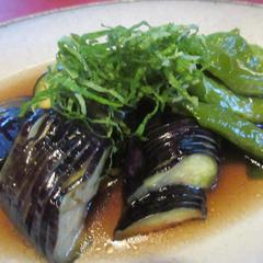 7月の竹篭弁当の点心の一つで茄子と万願寺唐辛子の揚げ煮です