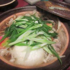 キノコ鍋で芋団子や紅葉麩でいろを添えて