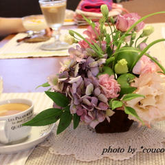 季節のお花で、テーブルも少しだけ華やかに…
