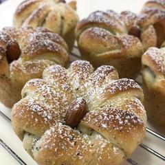 可愛い成形のパンが沢山あります