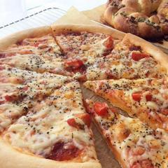 ピザは中級です。冷めてもガチガチになりません。