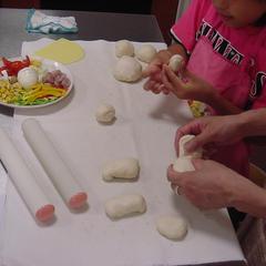 【親子ピザ教室】 どんな形のピザになるかな?