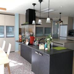 手狭な対面キッチンから広々したオープンキッチンにリニューアル