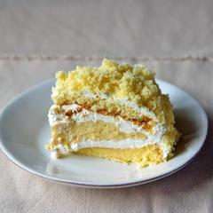 ミモザケーキカット断面。クリームたっぷりで幸せ。
