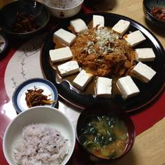 おもてなしにキムチ豆腐 豪華に見えるでしょう