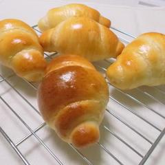 おなじみのテーブルロール。人気のパンです。