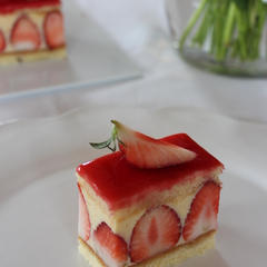 可憐なフランス菓子「フレジエ」。苺の季節限定スウィーツ♪