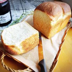 甘酒食パン 糀甘酒を使った優しい甘みの食パンです。