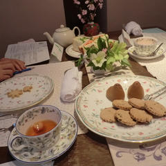 手前はアレンジティ・イチゴとキウイのお茶です。