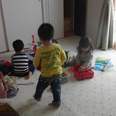 お子様連れもOK!!教室から見渡せる場所に遊び場があります。