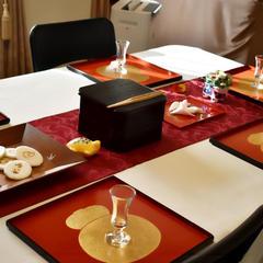 新年最初の初釜レッスン。おめでたい紅白を基調としたテーブル
