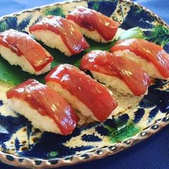 沖縄郷土料理、大東寿司。シャリの扱い方から握り方まで丁寧に。