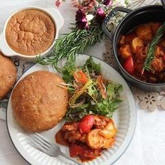 もちもち雑穀フォカッチャ、里芋と鶏肉のトマト煮込み