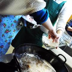 漢方MIXスパイス入りの粉を使うと、カラッ☆と揚がるのです。