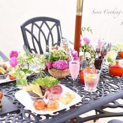 気候が良い時期は手作りの裏庭で食事の時も・・