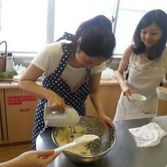 メロンパンのメロン皮を作ってます