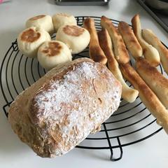 作業時間が短く、オーブンや捏ねる台が無くても焼けるおうちパン