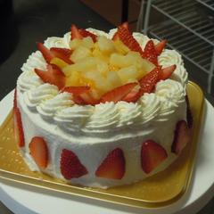 お子様と一緒に旦那様への誕生日ケーキを作りました。