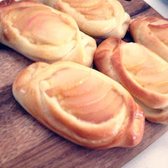 11月は手作りカスタード&リンゴコンポートを乗せたパン★