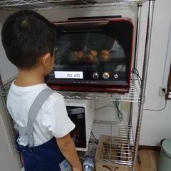 発酵中も焼いてる時も小さなパン職人が見守っています♪